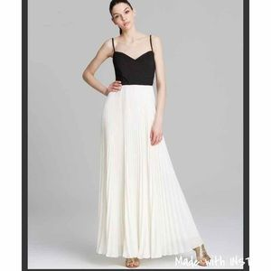 Laundry by Shelli Segal White Gown Pleated Chiffon